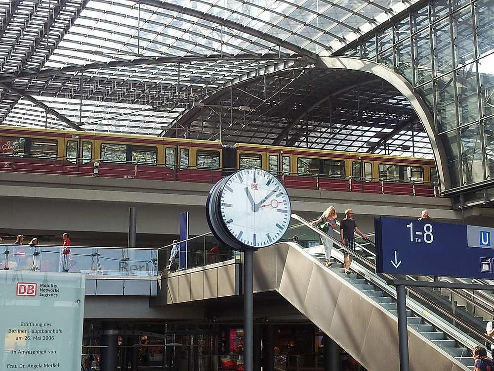 Im Takt der Bahnhofsuhr