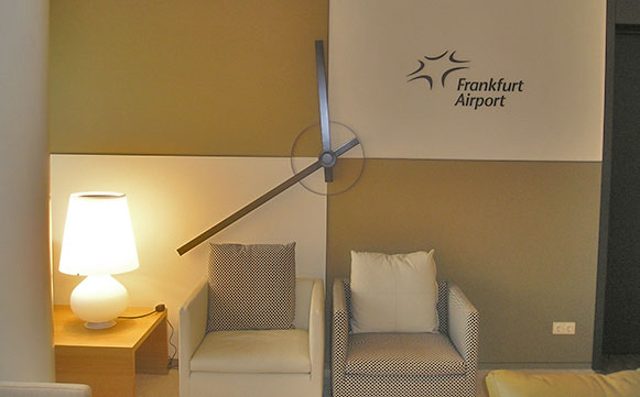 VIP-Lounge der Fraport AG, Flughafen FrankfurtWeltzeituhr mit modernem Gesicht