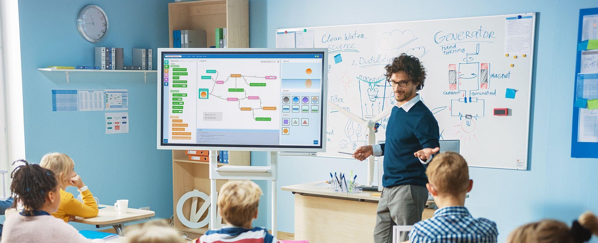Hauptuhren, Analog- und Digitaluhren für Schulen, Universitäten und Bildungsstätten Eine genaue Zeitsynchronisation und zuverlässige Zeitanzeigen sind in Schulen, Universitäten, Bildungseinrichtungen sowie Sportstätten wichtig und unumgänglich.