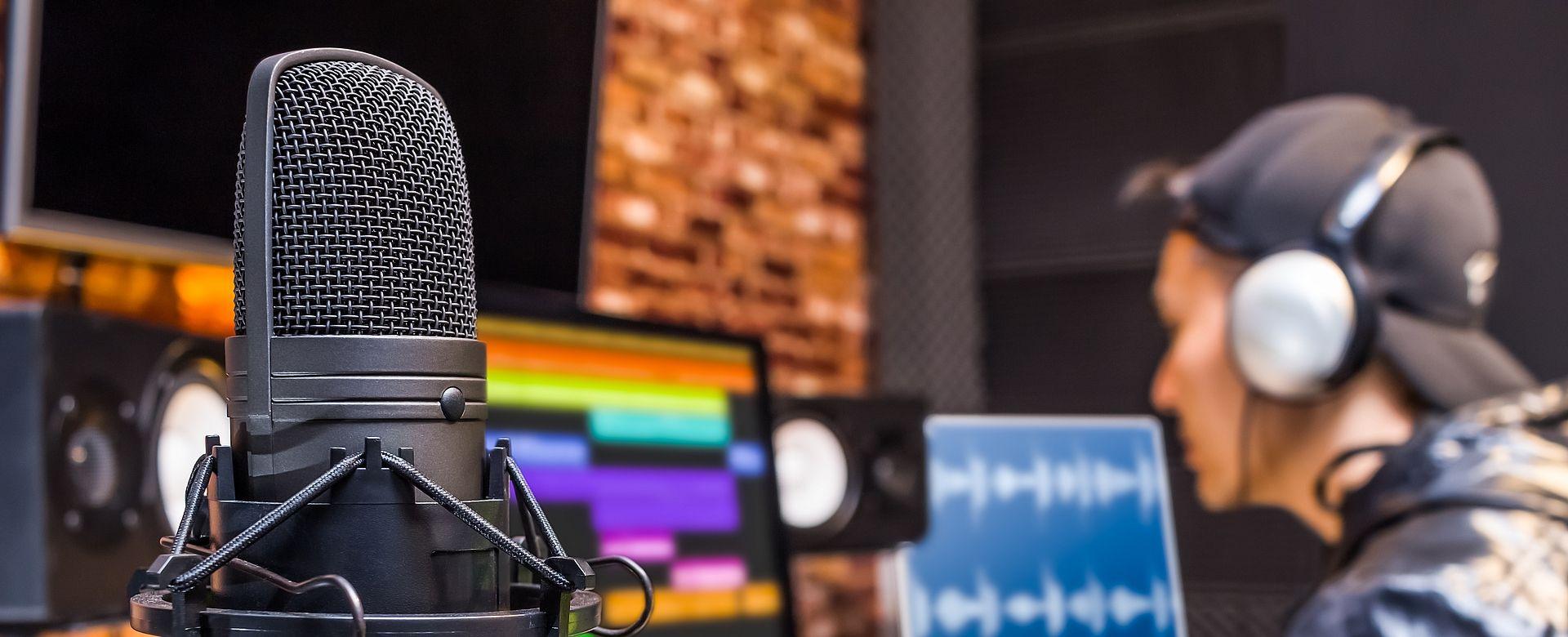Zeitserver für Audio- und Videoübertragung über DANTE-Netzwerke Exakte Synchronisierung mittels Precision Time Protokoll (PTP) für ein echtzeitkritisches Audionetz.
