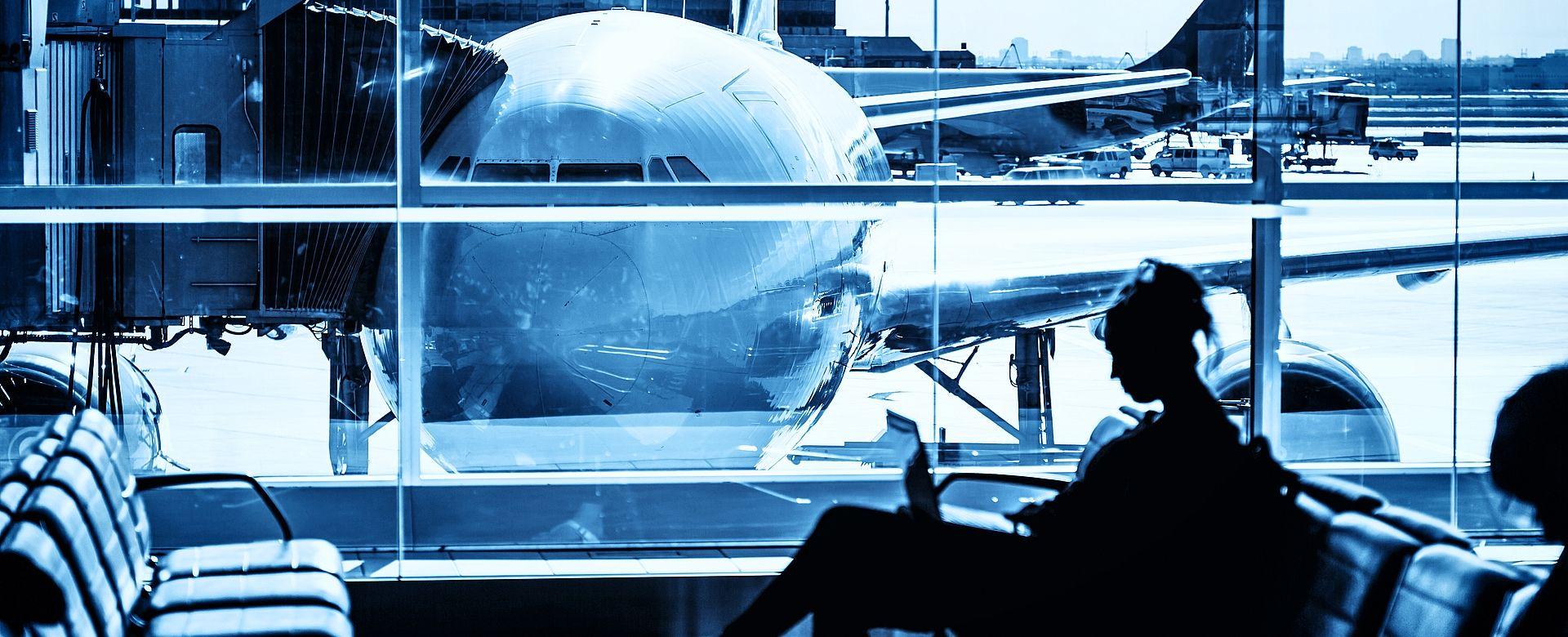 Hauptuhren, Analoguhren und Digitaluhren sowie Weltzeituhren für Luft- und Raumfahrt Ein hohes Maß an Zuverlässigkeit und Verfügbarkeit ist ein Muss für Zeitverteilungssysteme. Auch die Anzeige der korrekten Zeit für Passagiere und Bodenpersonal ist an jedem Flughafen unerlässlich.