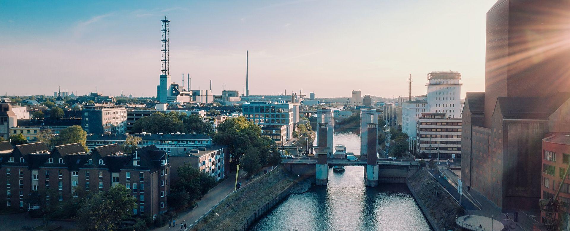 Hauptuhren, Digital- und Analoguhren für Stadtwerke und öffentliche Verwaltungen Genaue Zeitsynchronisation sowie auch eine korrekte Zeitanzeige ist für Stadtwerken, Verwaltungen, Energieversorgungen aber auch in der Transport- und Verkehrsinfrastruktur äußerst wichtig.